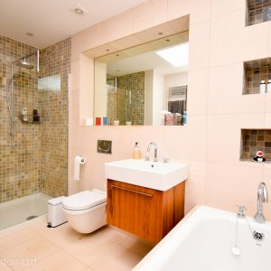 2nd floor family bathroom