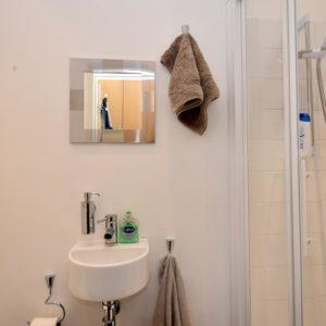 gr. fl. shower room