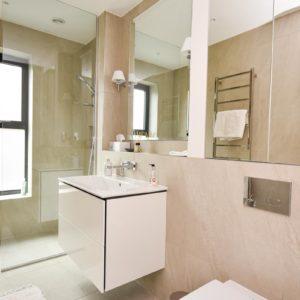 guest ensuite shower room
